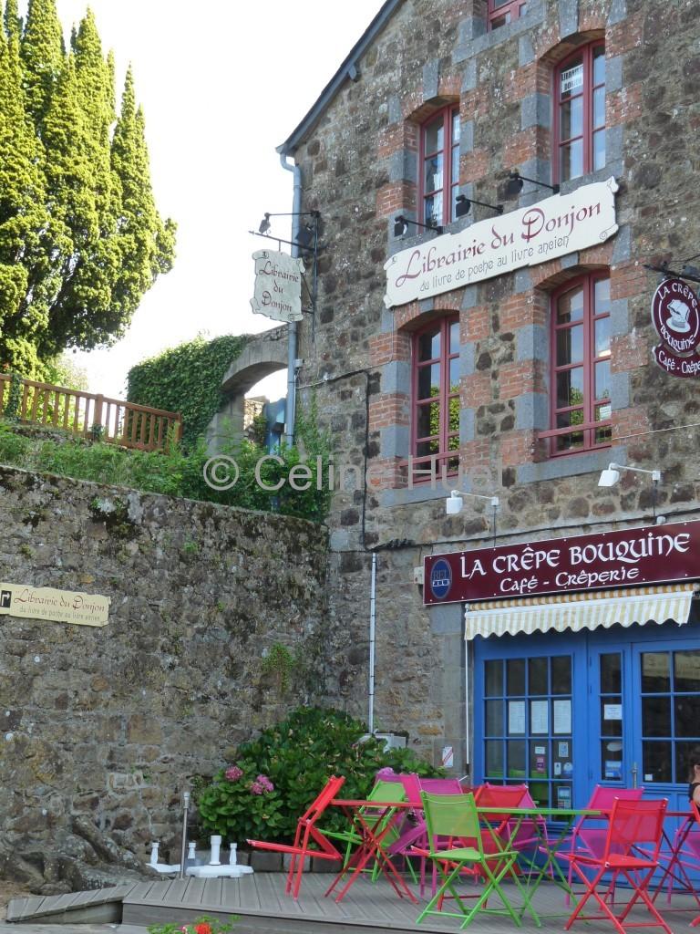 La librairie du Donjon et La Crêperie Bouquine Bécherel Bretagne