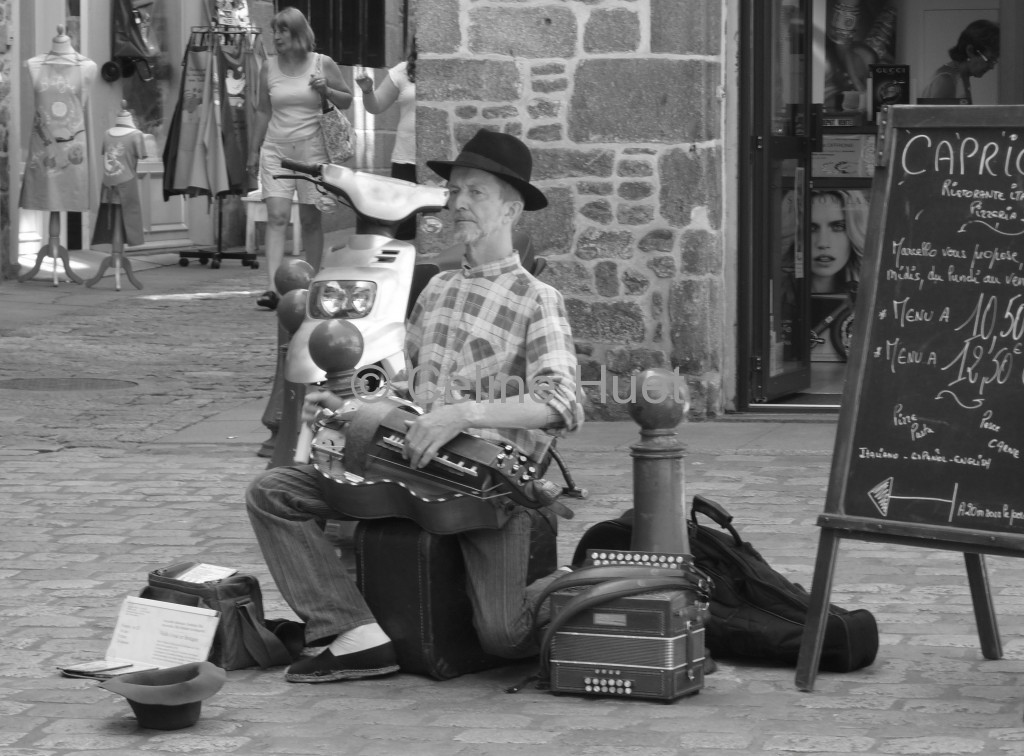 Musicien de rue Dinan Bretagne