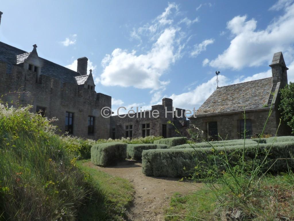 La chapelle La maison du Gouverneur et Le Corps des Gardes Le Fort La Latte Bretagne