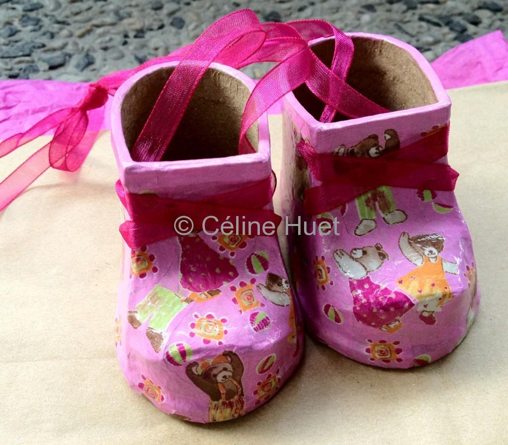 Création collage souliers d'enfants collage Collection particulière Céline HUET
