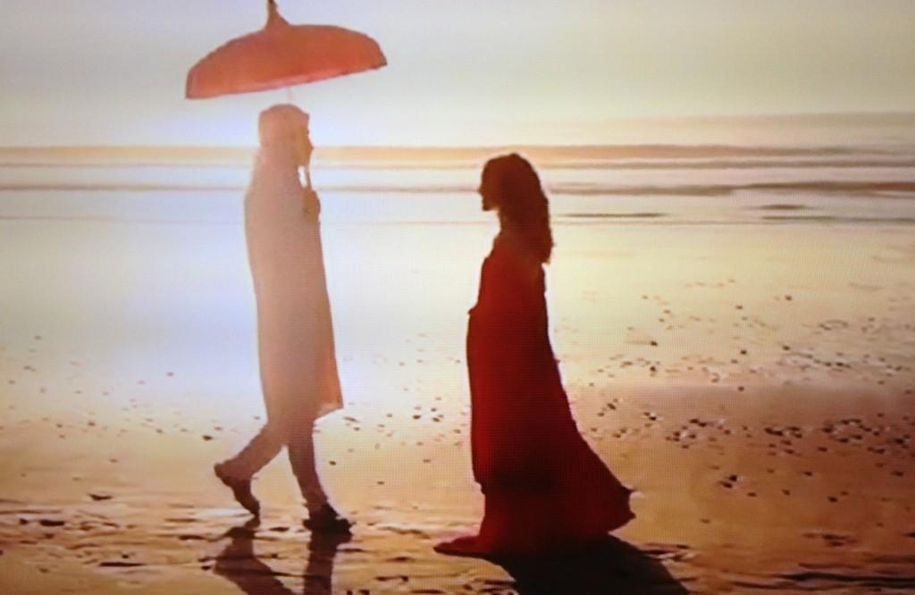 """""""Je ne sais pas où va mon chemin, mais je marche mieux quand ma main serre la tienne"""" (Alfred de Musset)..."""