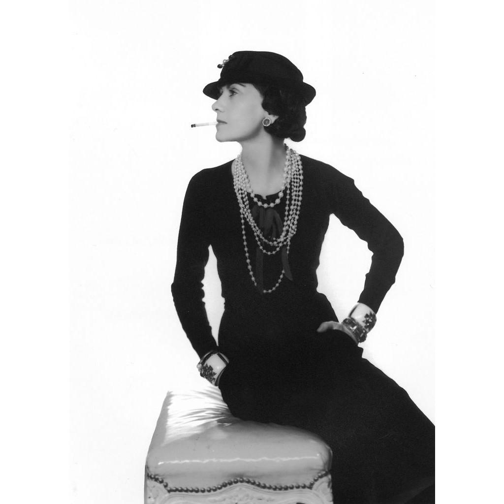 """""""Avant de sortir, jetez un dernier coup d'oeil dans le miroir et enlevez un accessoire"""" (Coco Chanel)"""