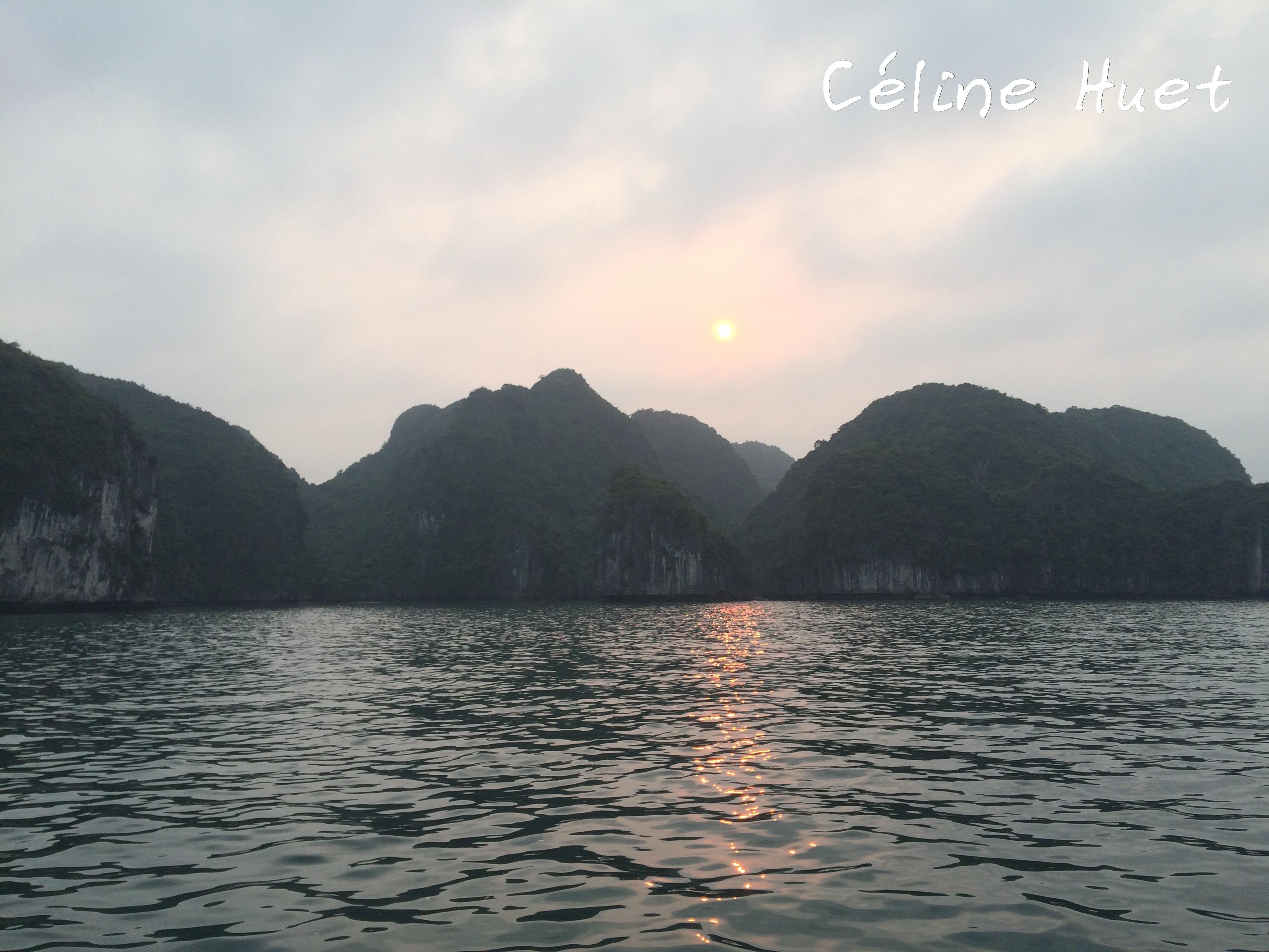 Coucher du soleil Baie d'Halong Vietnam Asie