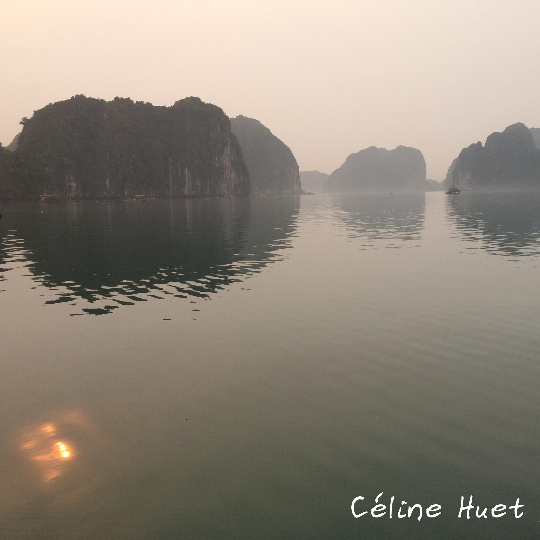 Lever du soleil Baie d'Halong Vietnam Asie