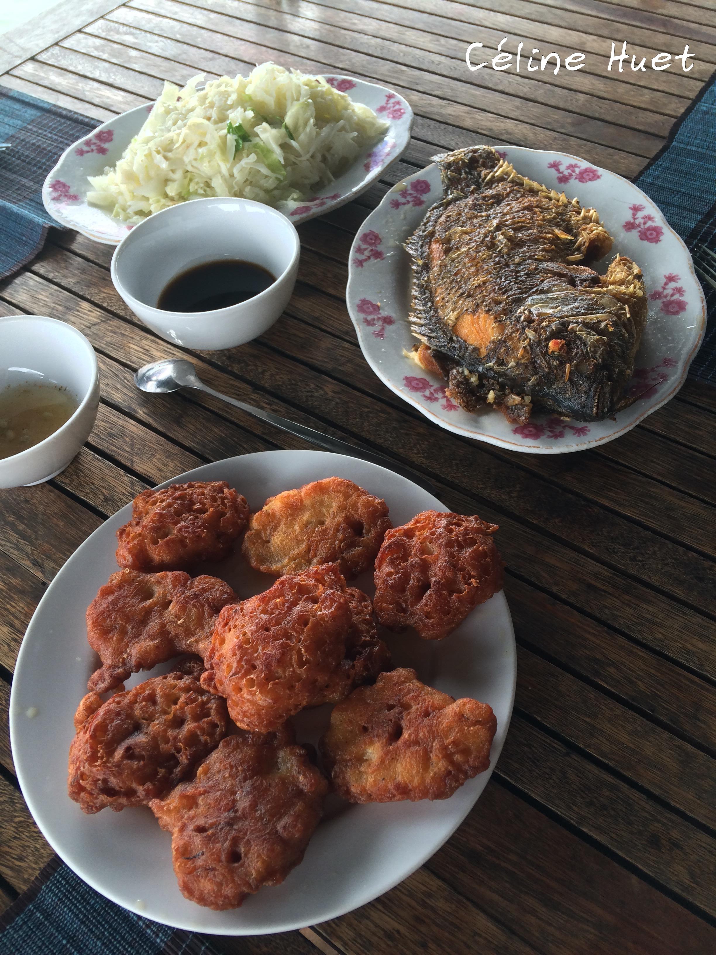 Déjeuner Jonque traditionnelle Oriental Sun Far Eastour Baie d'Halong Vietnam Asie