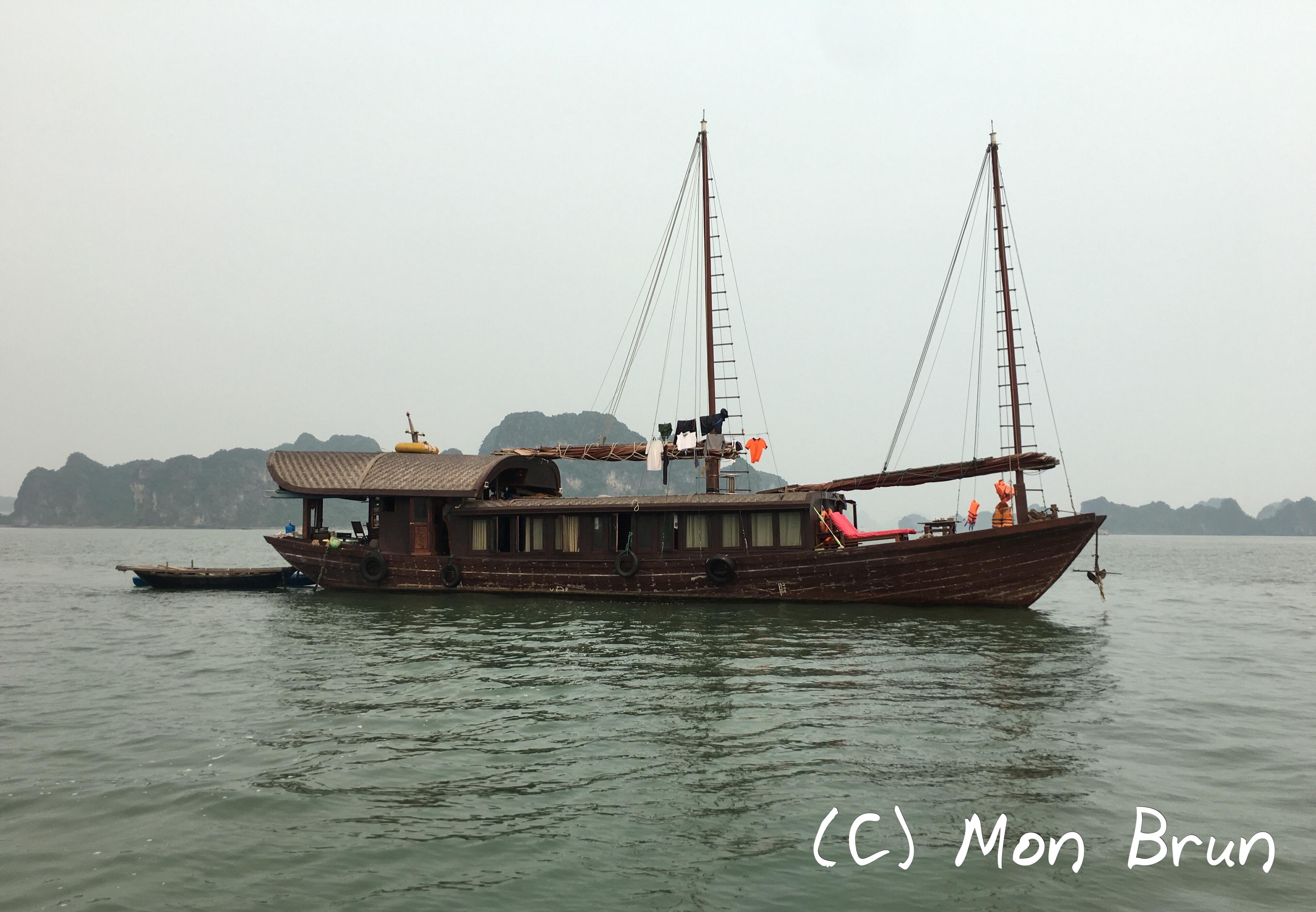 Jonque traditionnelle Oriental Sun Far Eastour Baie d'Halong Vietnam Asie