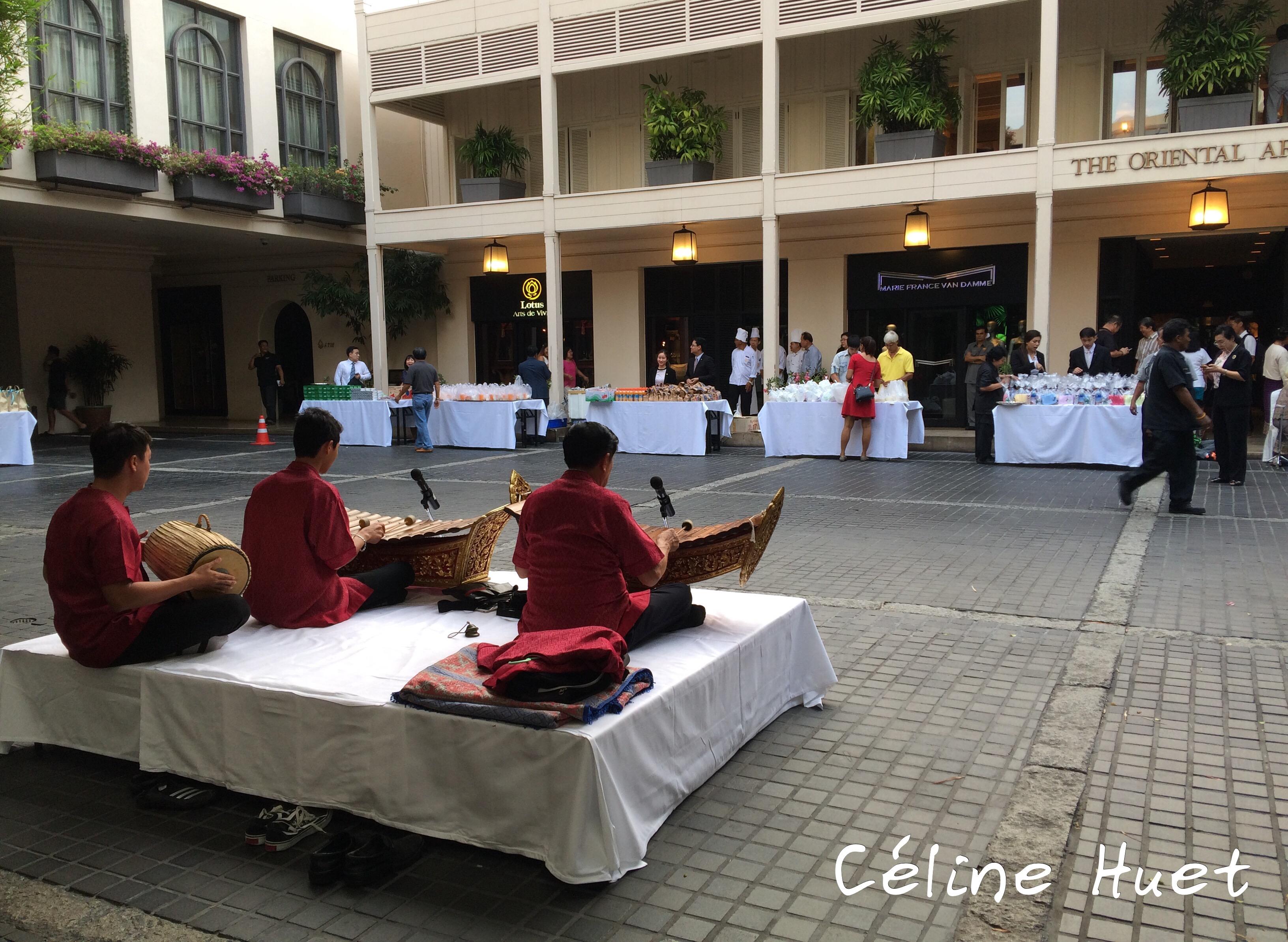 140e anniversaire Préparation Cérémonie Moines Mandarin Oriental Bangkok Thaïlande Asie