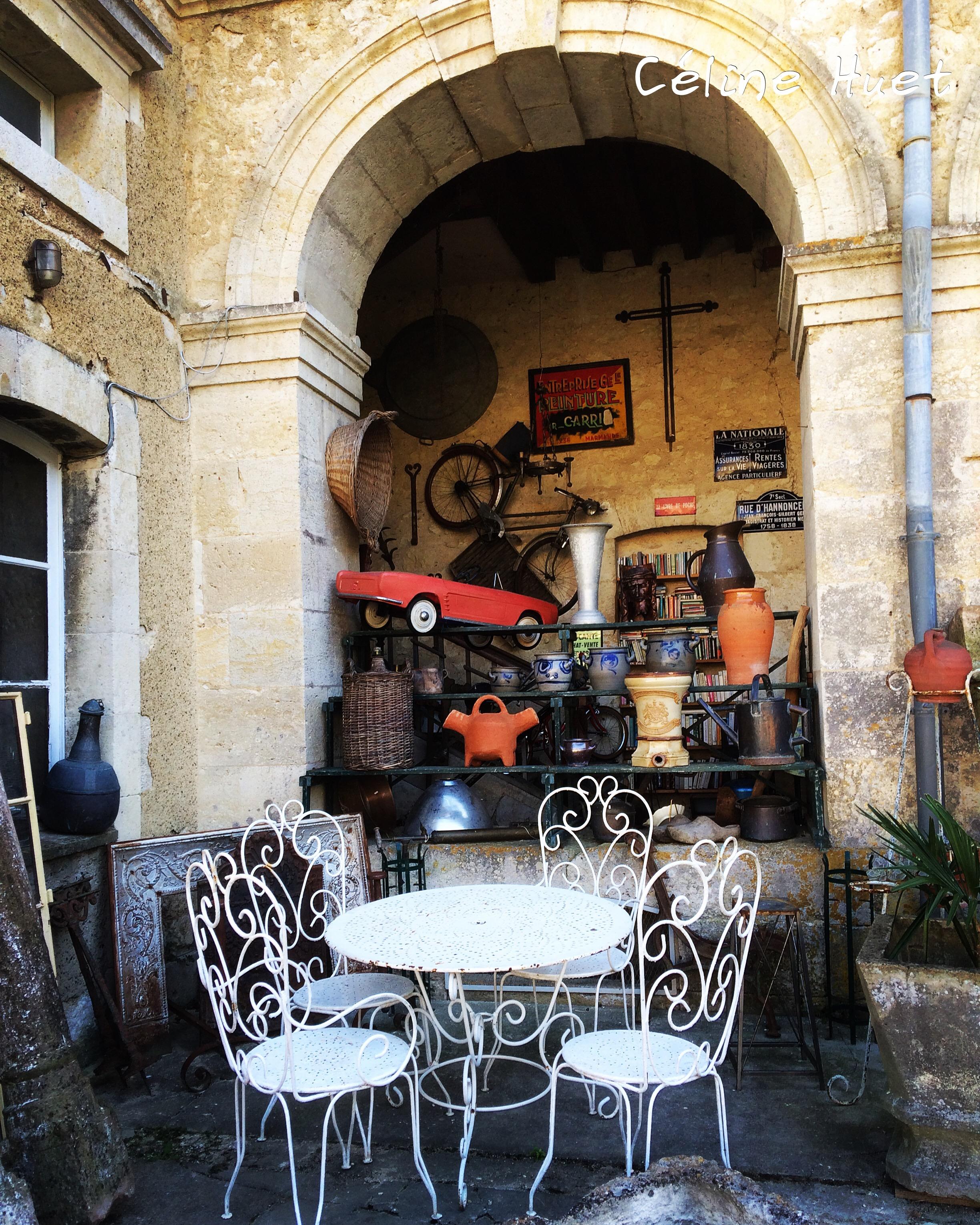 Le village des antiquaires et brocanteurs Lectoure Gers Gascogne France