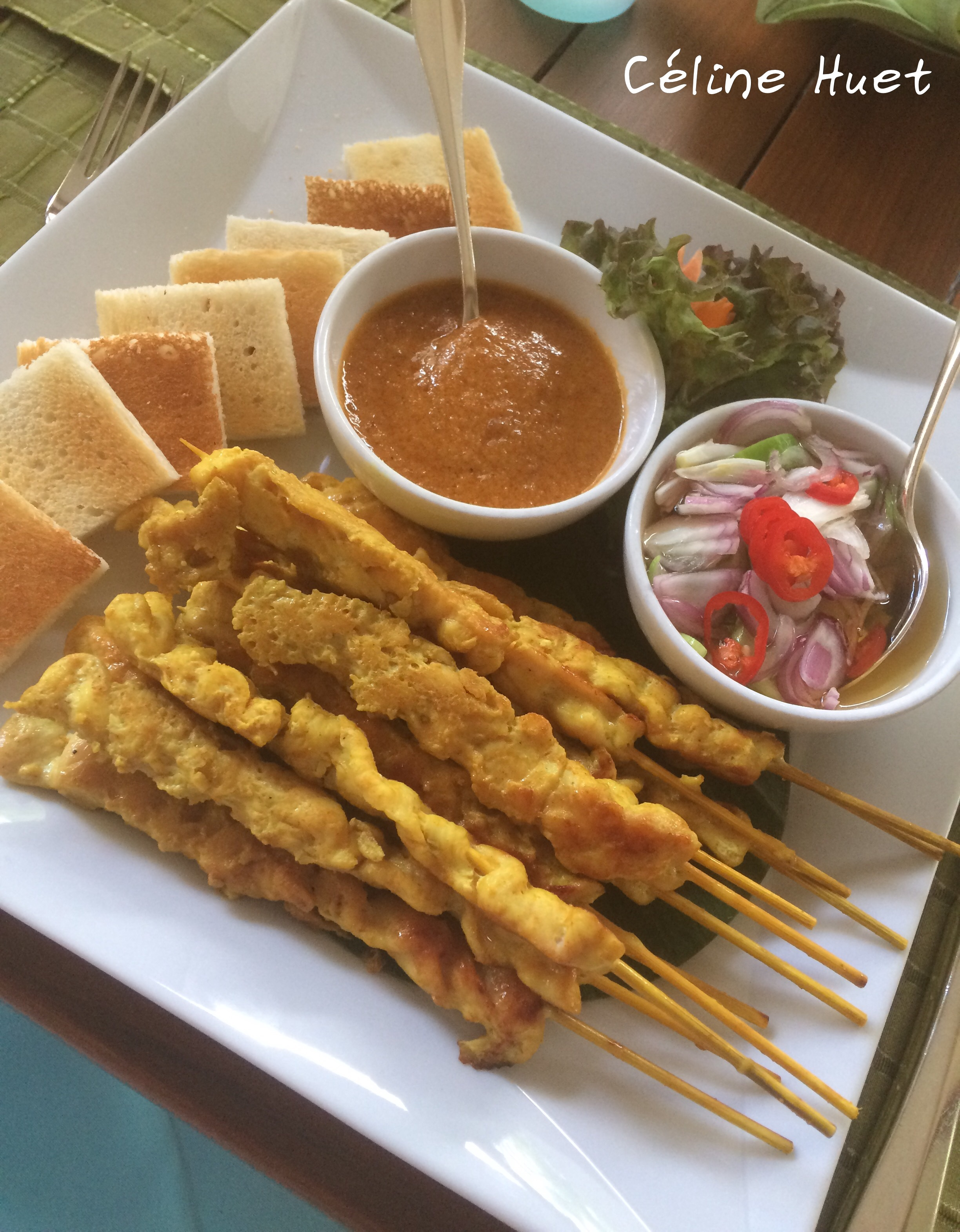 Brochettes de poulet sauce satay Mandarin Oriental Bangkok Thaïlande Asie