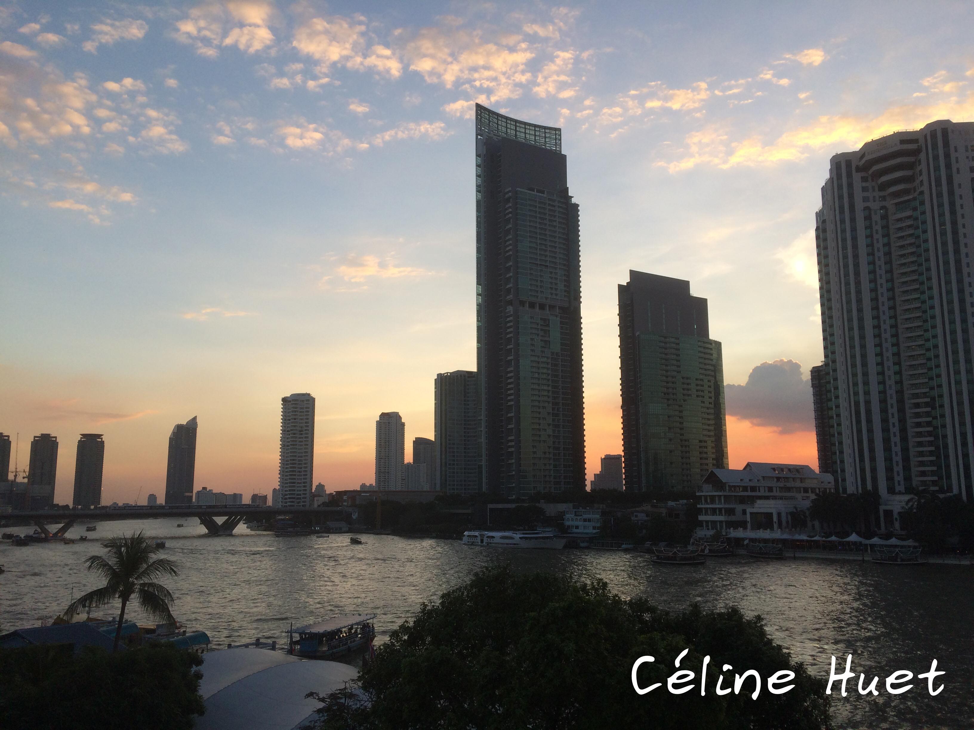 Coucher de soleil sur le Chao Praya depuis le MO BKK Bangkok Thaïlande Asie