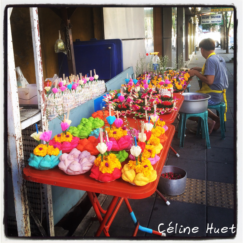 Préparatifs Loy Krathong dans les rues de Bangkok Thaïlande Asie