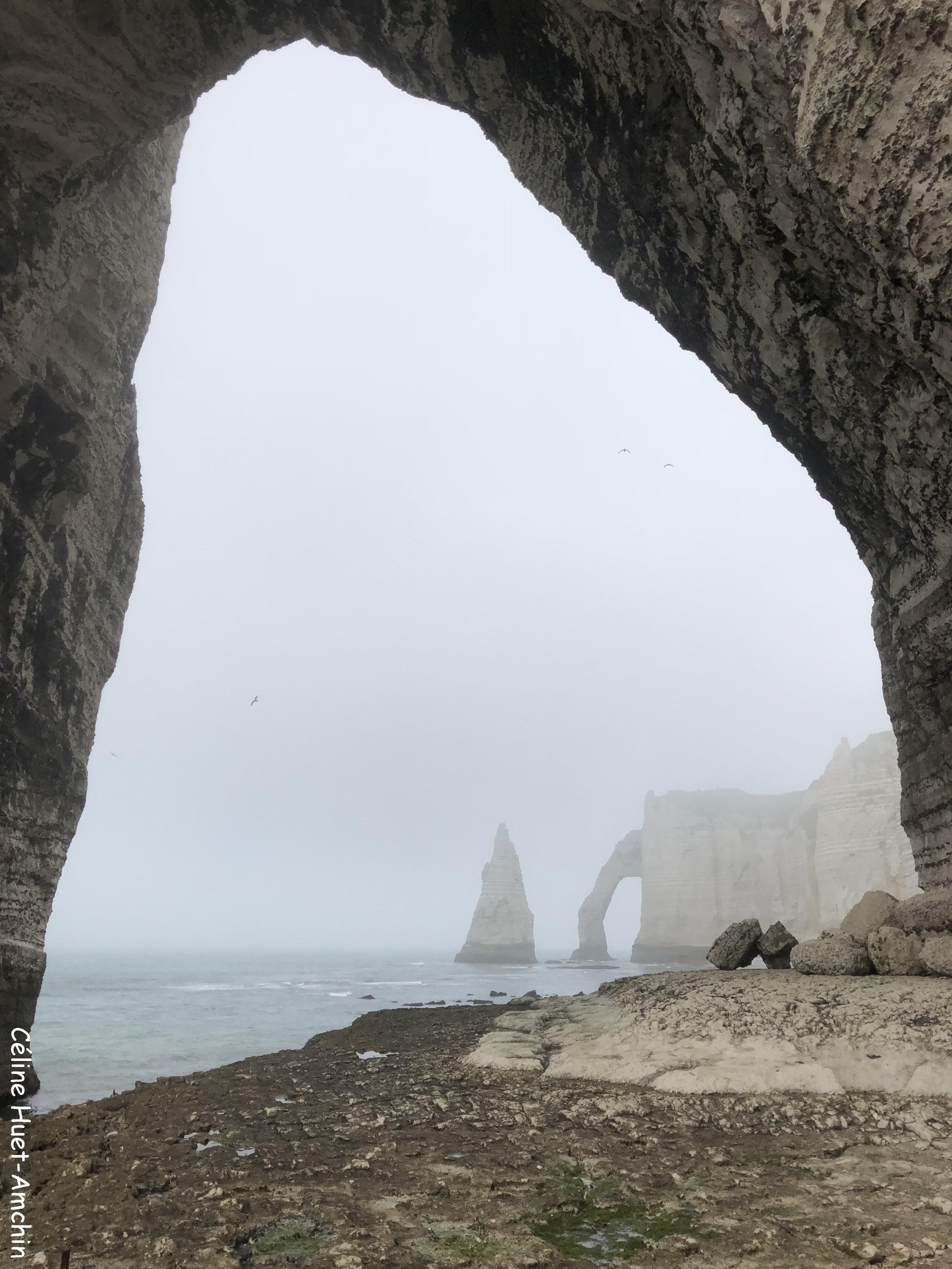 La Porte et l'Aiguille d'Aval depuis la Manneporte Etretat Normandie