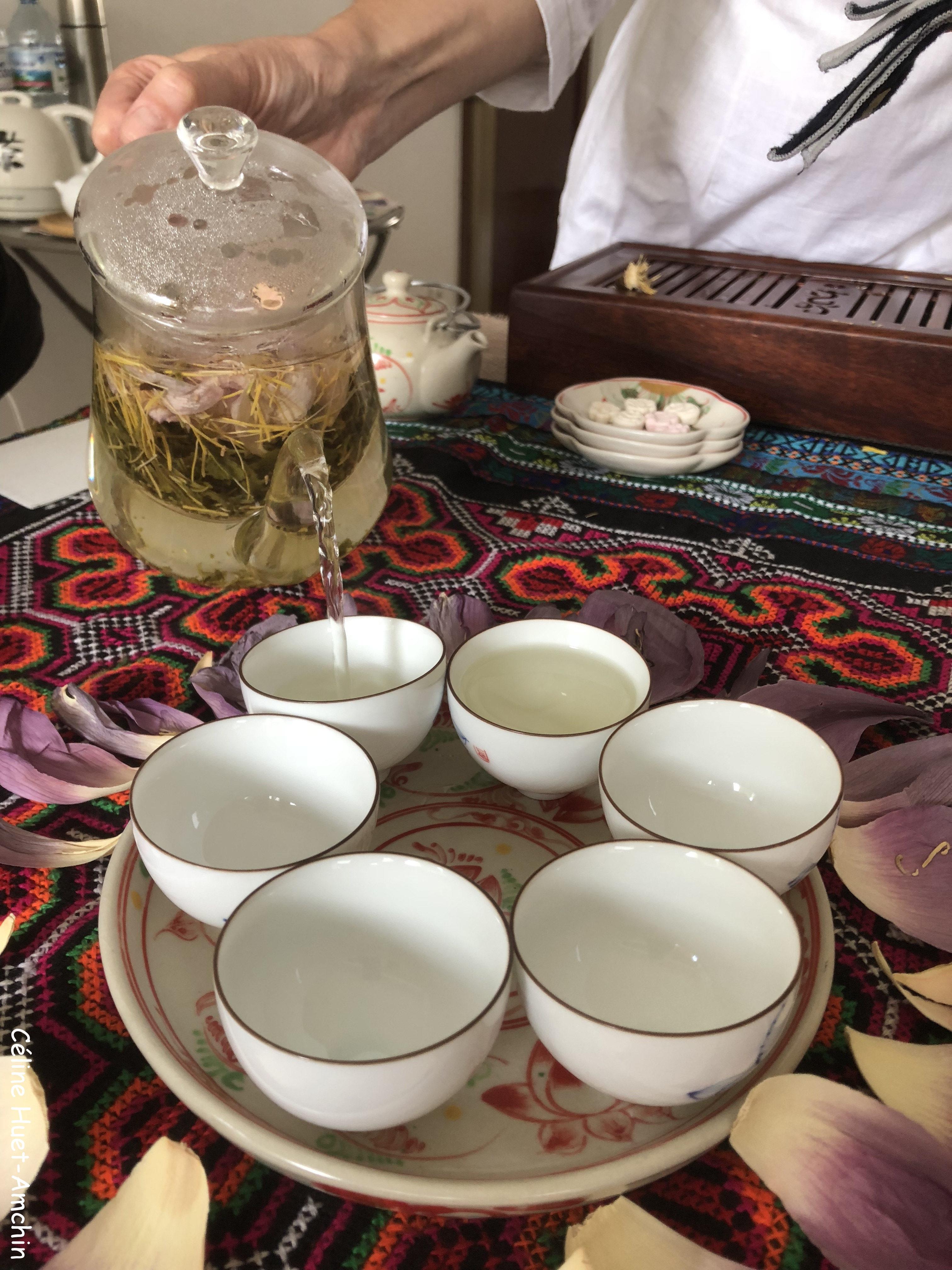 Cérémonie du thé au lotus Paris Sérendipi-Thé (1ère infusion)