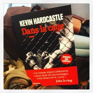 Dans la cage Kevin Hardcastle Editions Albin Michel