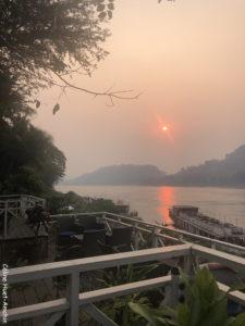 Coucher de soleil The Belle Rive Boutique Hotel terrace Mékong Luang Prabang Laos Asie