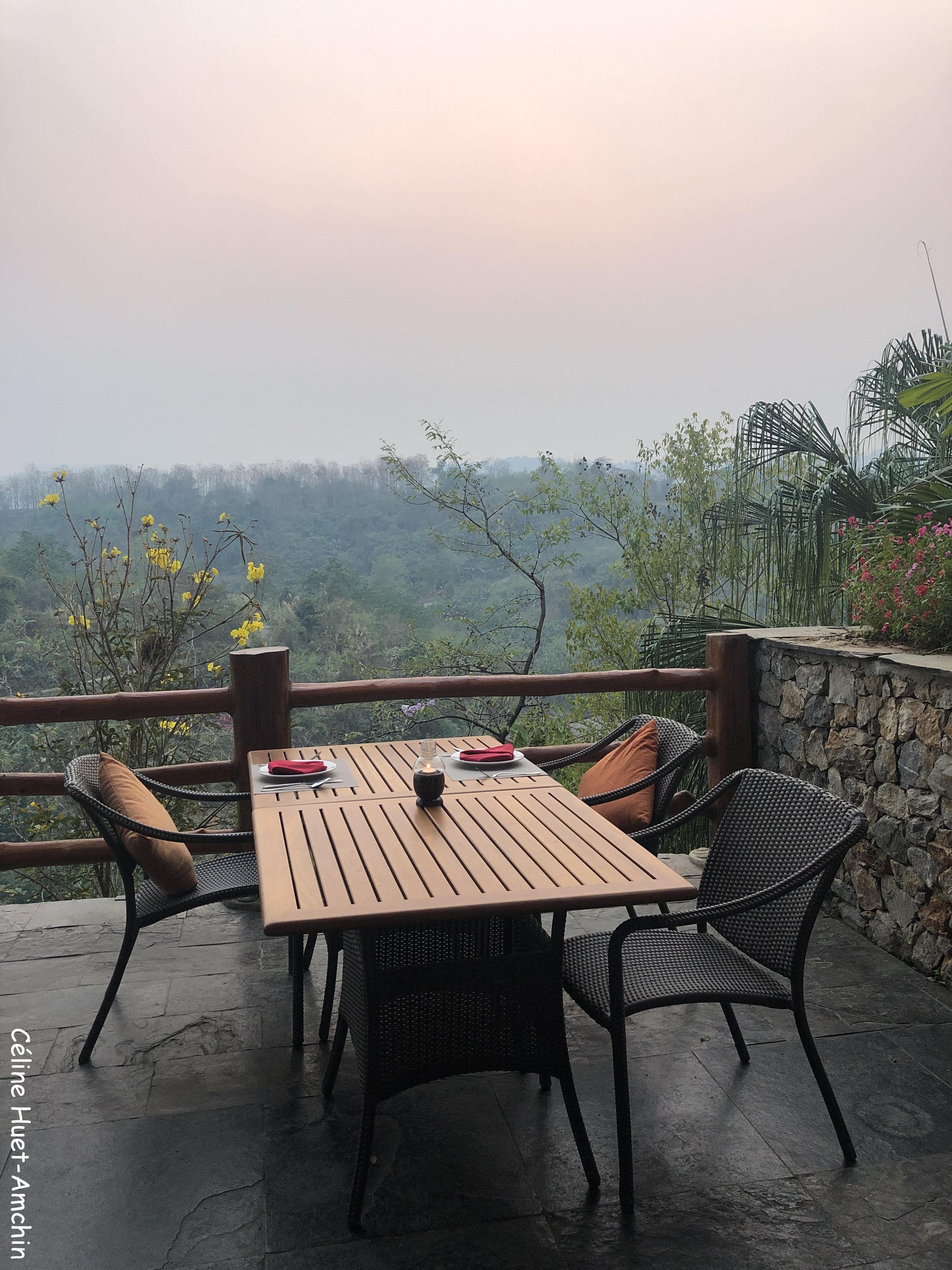 Table avec vue Hôtel Katiliya Mountain Resort & Spa Mae Chan Chiang Rai Thaïlande Asie
