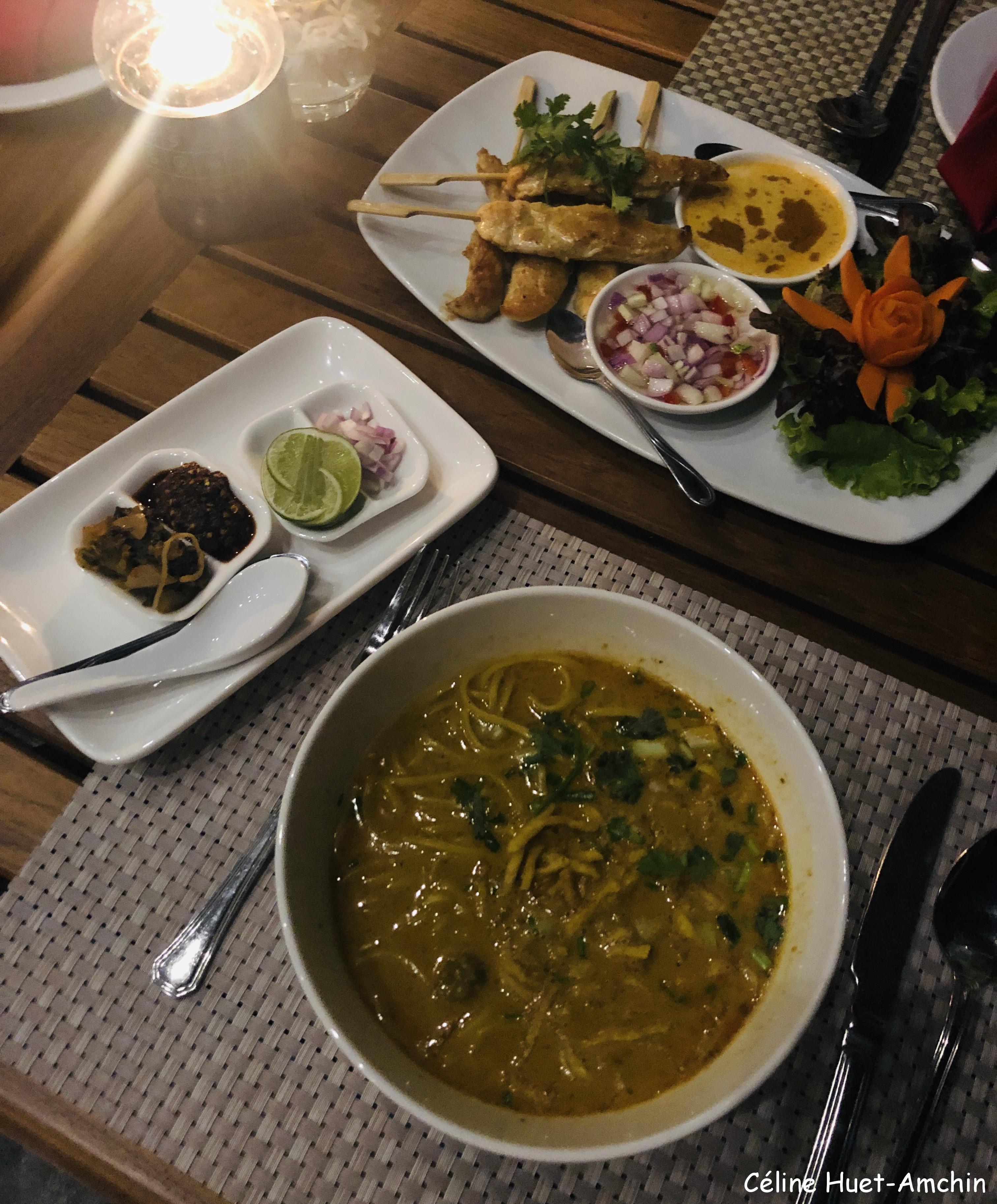 Khao Soi et Kai Satay Hôtel Katiliya Mountain Resort & Spa Mae Chan Chiang Rai Thaïlande Asie