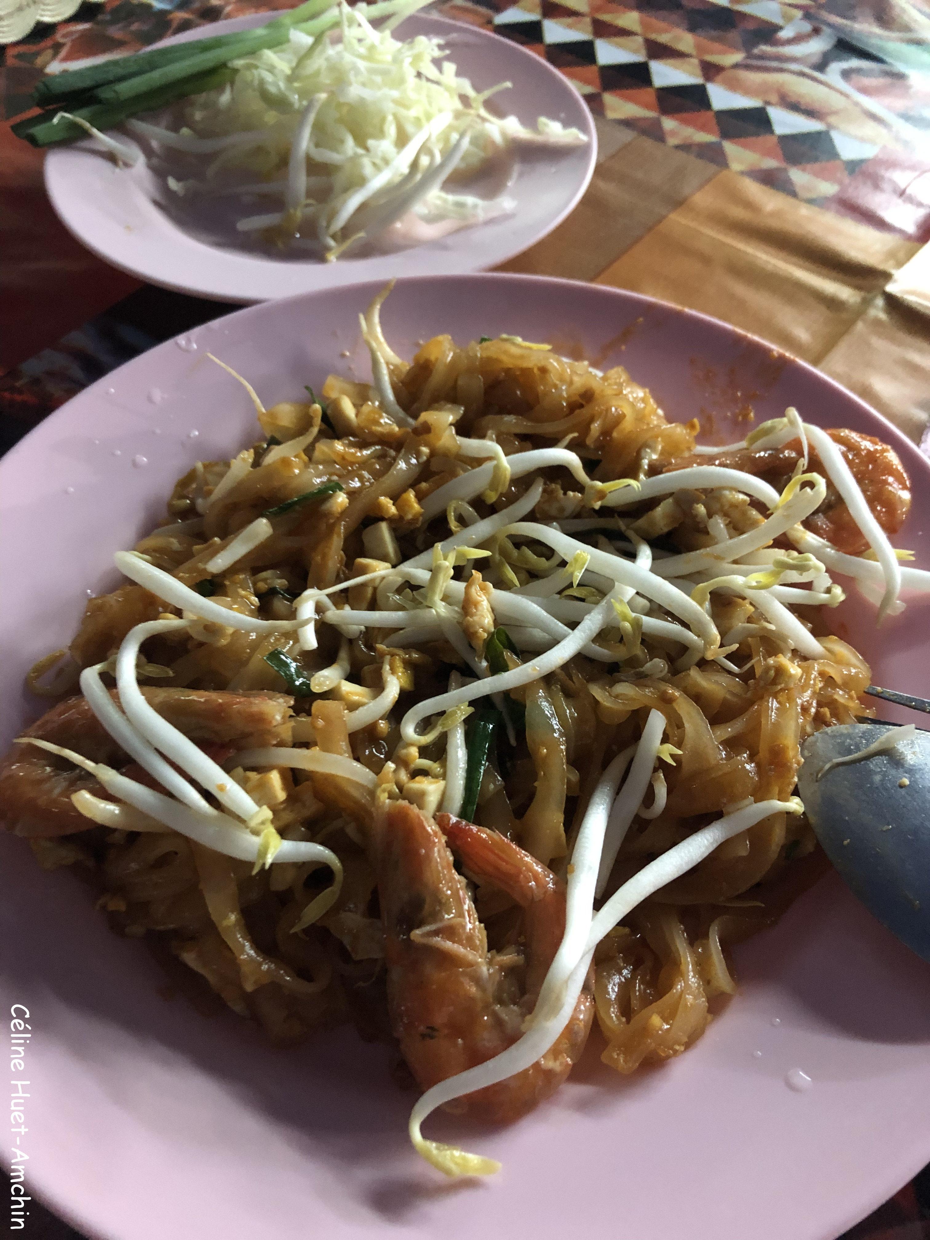 Pad thai Marché Mae Hai Chiang Mai Thaïlande Asie