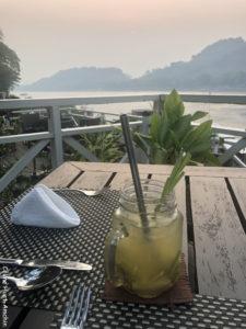 Homemade Lemongrass Iced Tea The Belle Rive Boutique Hotel terrace Mékong Luang Prabang Laos Asie