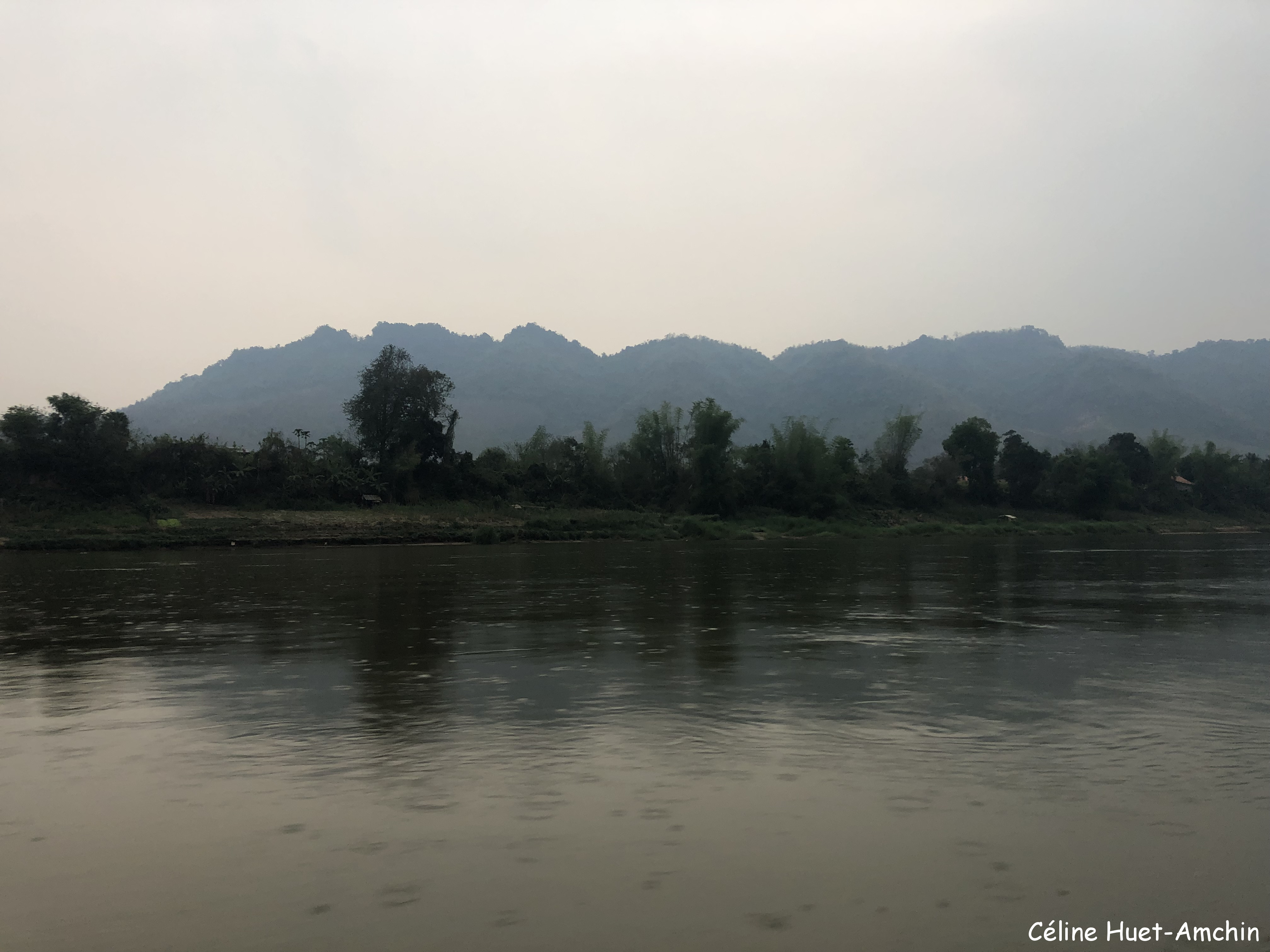 Pluie sur le Mékong retour vers Luang Prabang Laos Asie