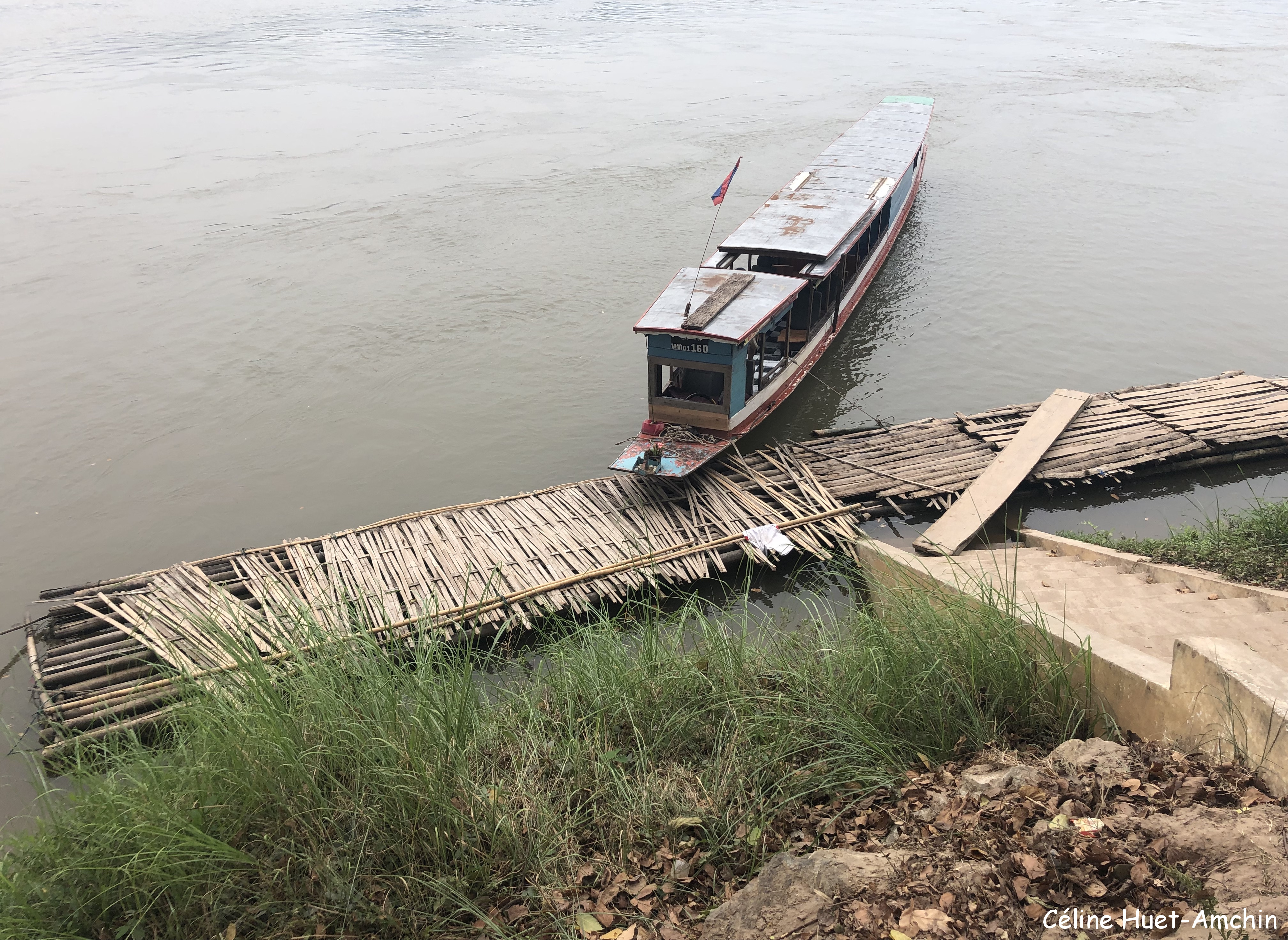 Sur le Mékong vers les grottes Laos Asie