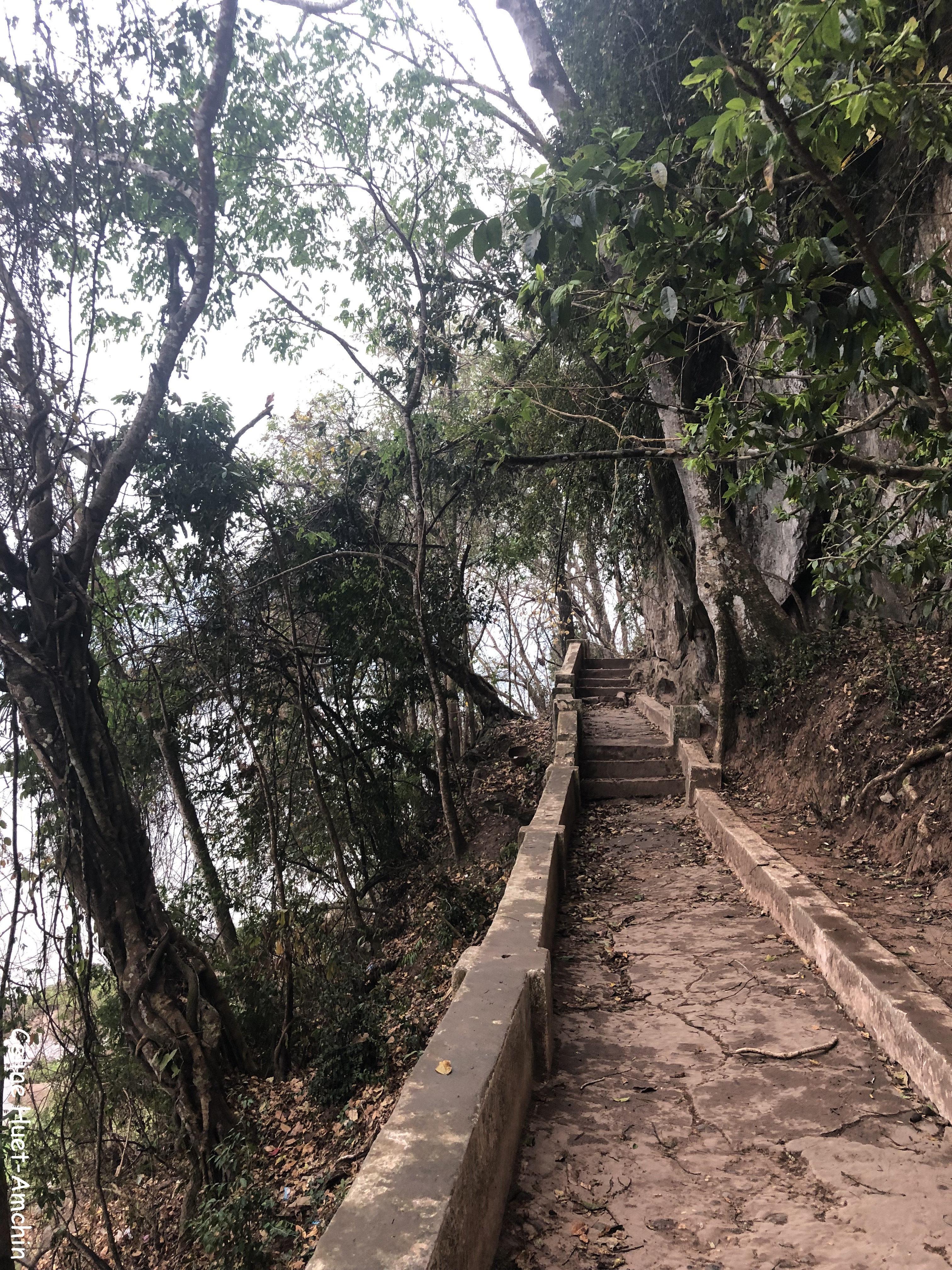 Pak Ou cave (grotte aux 4 000 bouddhas) Laos Asie