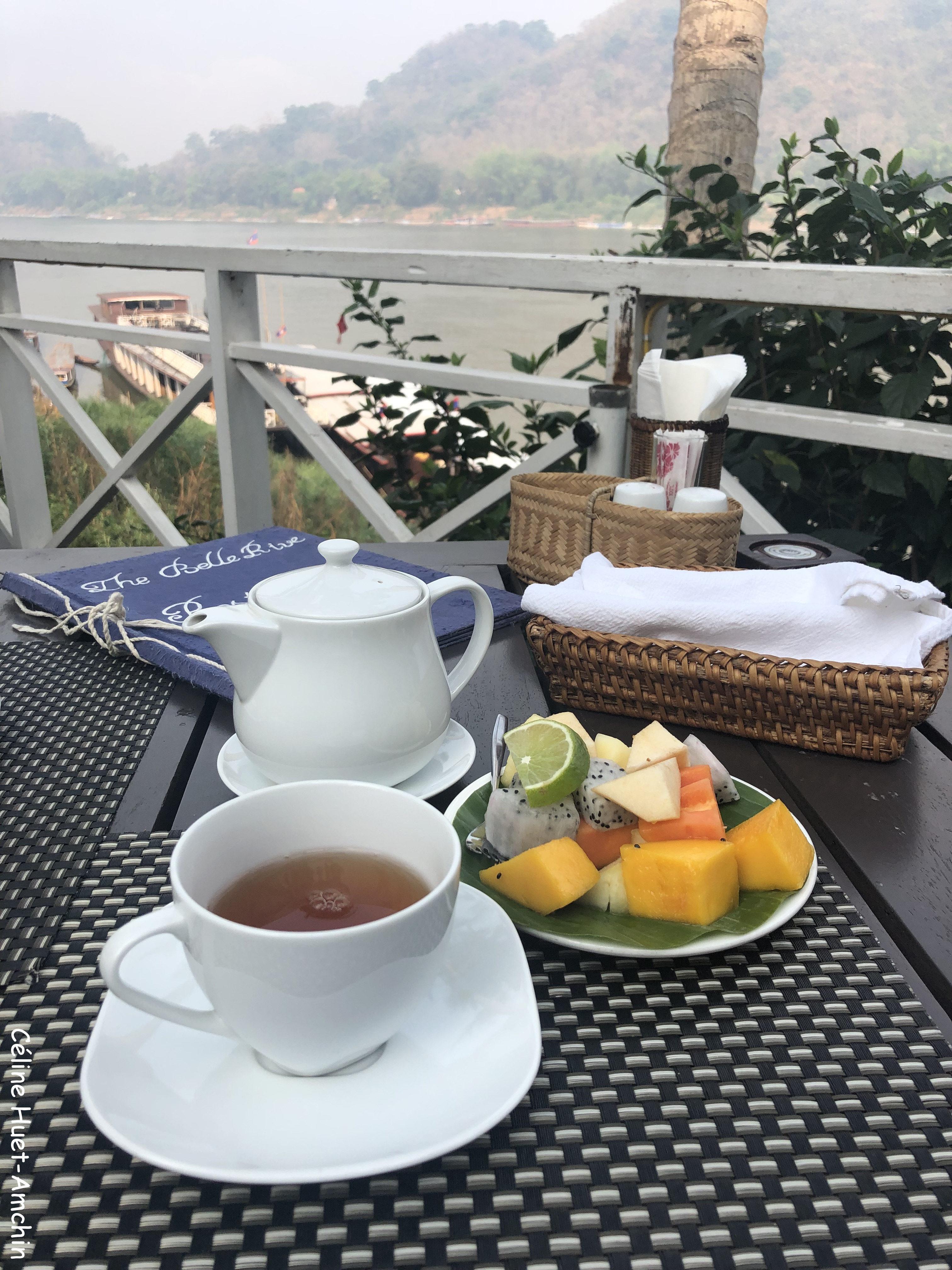Petit déjeuner The Belle Rive Boutique Hotel terrace Luang Prabang Laos Asie